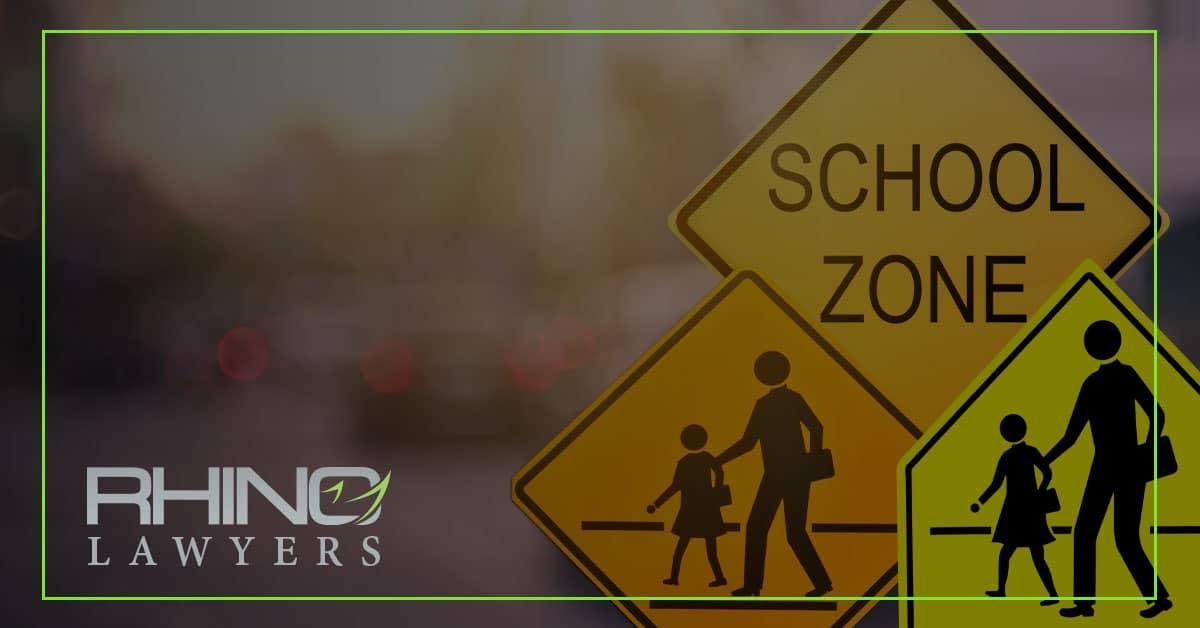 Alumno atropellado por un profesor mientras cruzaba la carretera